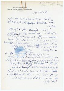 Texte manuscrit d'une « présentation par le doyen Ekrem AKurgal », d'après la mention au crayon par Dumézil en haut à droite du feuillet. Ibid. feuillet manuscrit à en-tête de l'Université d'Ankara, en turc (1 f. recto à l'encre bleue) dans le sous-dossier « Collège de France, jeudis [1959-]60, 17h15 – 18h15, salle 5 Questions de Mythologie Comparée Indo-Européenne » Il est précisé « j.[eudi] 7/1/60 – Mater Matuta 3 ». Ekrem Akurgal (1911-2002) est un historien et archéologue turc, spécialiste de l'Anatolie sur la longue durée, depuis les Hittites jusqu'à la période hellénistique. D'après la pièce suivante du dossier, un texte manuscrit de discours intitulé « L'Étude des religions anciennes et la méthode comparative », datée au crayon, du 10 octobre 1959, Dumézil a été invité par le doyen à prononcer cette conférence à l'université d'Ankara, et le feuillet en turc n'est autre que la présentation de l'orateur par son hôte. D'après la chemise de ce sous-dossier, la conférence d'Ankara a été prononcée le 13 novembre 1959.